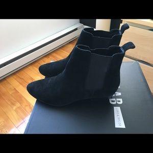 Design lab chelsea boots in black velvet